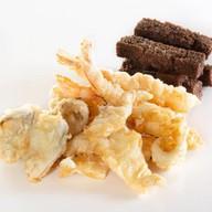 Морепродукты в кляре с гренками Фото