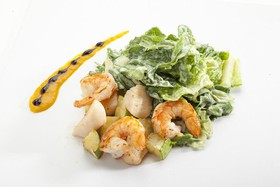 Салат с гребешком и креветками - Фото