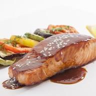 Филе лосося с овощами Фото