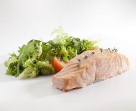 Филе лосося со шпинатом на пару - Фото
