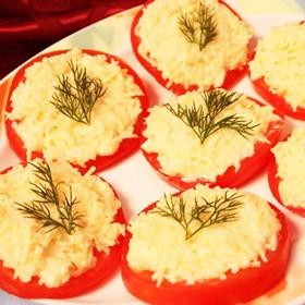 Помидоры с чесноком и сыром - Фото
