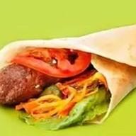 Люля-кебаб в лаваше с овощами Фото