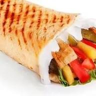 Шаурма со свининой и картофелем фри Фото