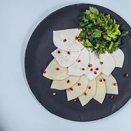 Тарелка кавказских сыров Фото