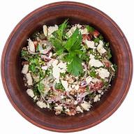 Салат овощной с сочной брынзой и орехом Фото