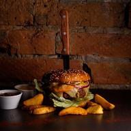Чизбургер с говяжьей котлетой Фото