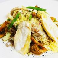 Лапша гречневая с курицей и грибами Фото