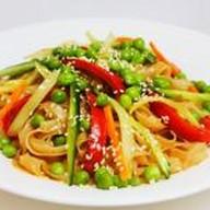 Лапша рисовая с овощами Фото