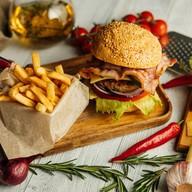 Биг-бургер с беконом Фото