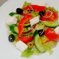 Овощной салат в греческой манере Фото