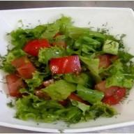 Салат сборный из овощей огородных,зелени Фото