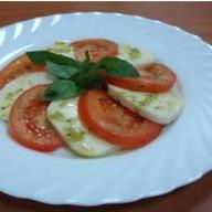 Моцарелла с помидорами Фото