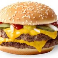 Двойной роял чизбургер Фото