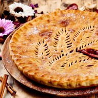 Осетинский пирог с яблоком и вишней Фото
