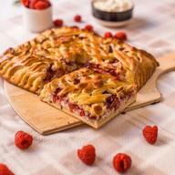 Пирог с малиной, творогом и розмарином Фото