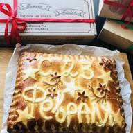 Пирог с капустой и надписью Фото