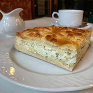 Пирог с сыром сулугуни Фото