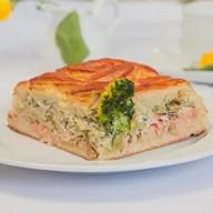 Пирог с кетой,брокколи и творожным сыром Фото