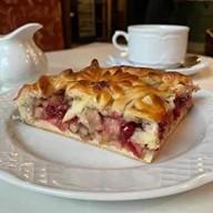 Пирог с яблоком,брусникой,грецким орехом Фото