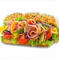 Сэндвич с индейкой и ветчиной Фото