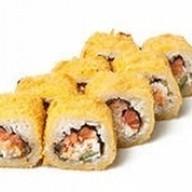 Жареный ролл с лососем Фото