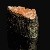 Гункан острый лосось Фото