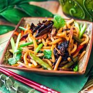 Жареный удон с овощами Фото