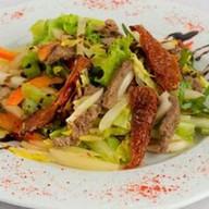 Итальянский салат с вяленым томатом Фото
