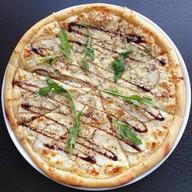 Пицца с грушей и сыром Фото