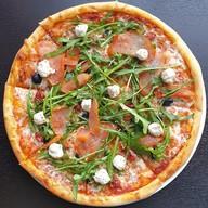 Пицца с карпаччо Фото