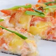 Суши-пицца с семгой Фото