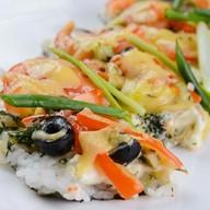 Суши-пицца с овощами Фото