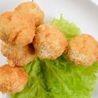 Сырные шарики с беконом и соусом руй Фото