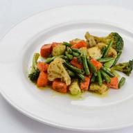 Жареные овощи с карри соусом Фото
