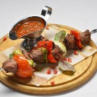 Шашлык из говядины с овощами Фото