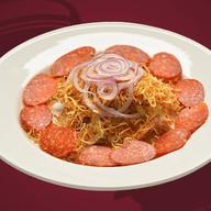 Мясной салат с салями и картофелем Фото