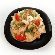 Морепродукты в сливочном соусе Фото