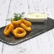 Луковые кольца с чесночным соусом Фото