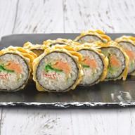 Темпурный ролл с лососем Фото