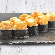 Запеченный ролл с острым лососем Фото
