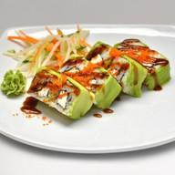 С креветкой темпура обернутый авокадо Фото