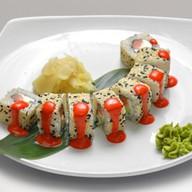 Ролл с лососем под манговым соусом Фото