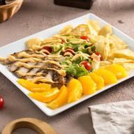 Салат со свиным стейком и апельсинами Фото