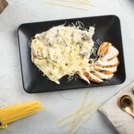 Паста grill с цыпленком Фото