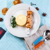 Шашлычок из цыпленка с картофельным пюре Фото