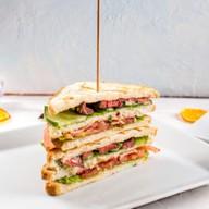 Сендвич с говядиной Фото