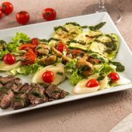 Стейк салат BBQ grill Фото