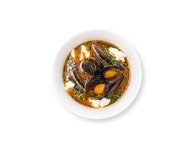 Томатный суп с мидиями - Фото