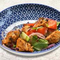 Салат с цыпленком сацибели и томатами Фото