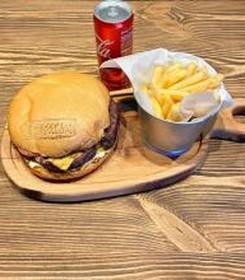 Бургер + фри + кола - Фото